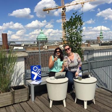 An sonnigen Tagen arbeiten wir auch gerne mal auf der Dachterrasse :)