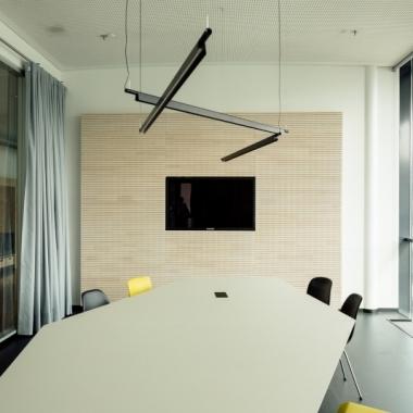Unsere Kreativgarage am Standort Düsseldorf bietet flexible Möglichkeiten für kreatives und konzentriertes Arbeiten.
