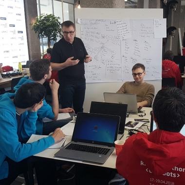 Insgesamt 37 TeilnehmerInnen stellen sich der Herausforderung beim RSG Hackathon