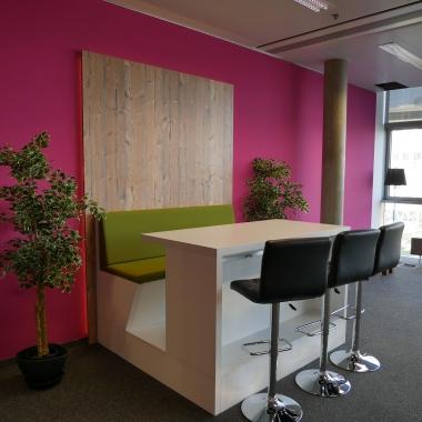 Offene und flexible Bürowelten bieten die passende Atmosphäre um mit mutigen Ideen die digitale Zukunft zu gestalten.