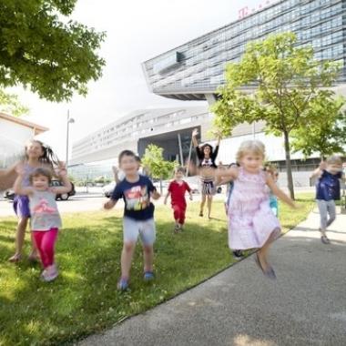 Standortabhängig gibt es bei T-Mobile eine Betriebskindergarten und betriebliche Kinderbetreuung.