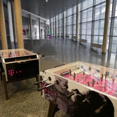 Bei einer Runde Tischfußball mit den Kollegen kann man kreative Ideen mit den Kollegen austauschen oder einfach mal kurz durchatmen.