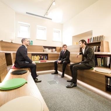 Wählen Sie aus zahlreichen Fachbüchern das passende für Sie aus in unserer Bibliothek. ®Matthaeus Anton Schmid im Auftrag von unijobs.at