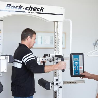 Vervollständigt wird das Spektrum durch die Integration einer physiotherapeutischen Praxis, in der ein qualifiziertes Therapeutenteam unter anderem auch gerätegestützte Krankengymnastik anbietet.