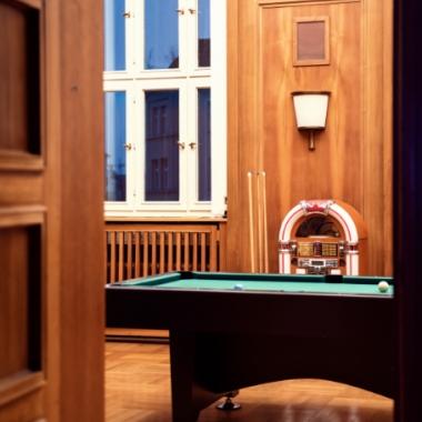 Unser historisches Spielzimmer mit Kicker, Tischtennis, Billardtisch und Jukebox