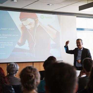 Vortrag bei Lunch&Learn durch Dr. Thomas Vollmoeller, Vorstand/CEO bei XING SE