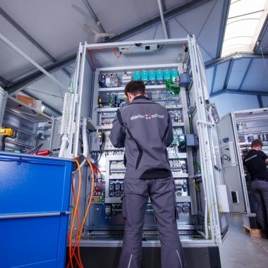 Über 2500 gefertigte Schaltschränke pro Jahr sprechen für sich