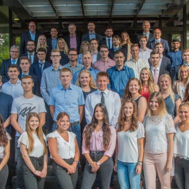 Größter Ausbilder in der Versicherungsbranche - Auszubildende 2018 in Koblenz