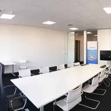 eWorks - Konferenzraum - Ausreichend Platz im neuen eWorks-Büro in Frankfurt Bockenheim