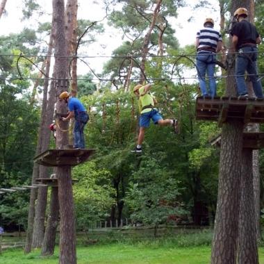 eWorks - Sommerfest im Kletterwald => die nicht schwindelfreien Kolleginnen & Kollegen sitzen bereits an der Theke ;-)