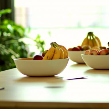 Frisches Obst und Bio-Getränke stehen jederzeit zur Verfügung.