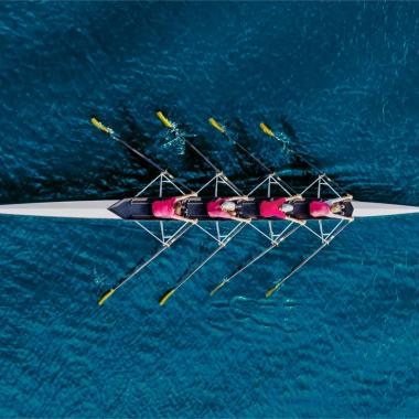 Sponsoring und Teamwork bei sportlichen Events, wie z.B. beim Rudern gegen Krebs