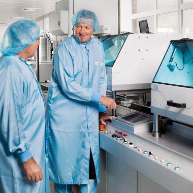 Um Prozessparameter möglichst konstant zu halten werden einige unserer Produkte im Reinraum gefertigt.