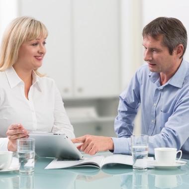 Im Kundengespräch sind individuelle Beratung, Know-How und Kommunikationsstärke gefragt.