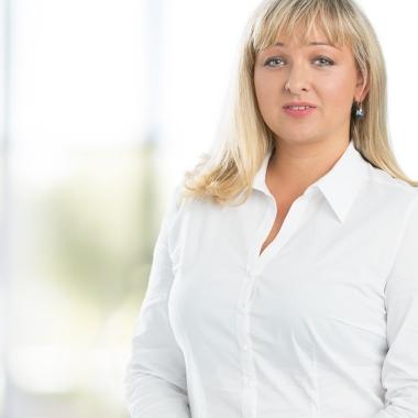 """Sylwia Rasiukiewicz-Schüssler: """"Als Mitarbeiterin des Vertriebes habe ich flexible Arbeitszeiten. So bringe ich Karriere und Familie unter einen Hut."""""""