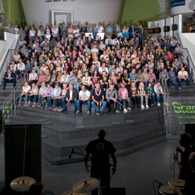 Matthias Jackel von Drum Cafe setzt die Kraft des Rhythmus gezielt ein, um die unvergleichliche Erfahrung auf betriebliche Prozesse zu übertragen und das gute Gefühl in den Herzen und Köpfen zu ...