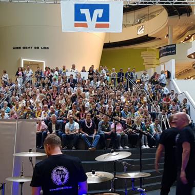Unser WIR-Gefühl live - Betriebsfest 2018 im Klimahaus Bremerhaven mit Drum Cafe.