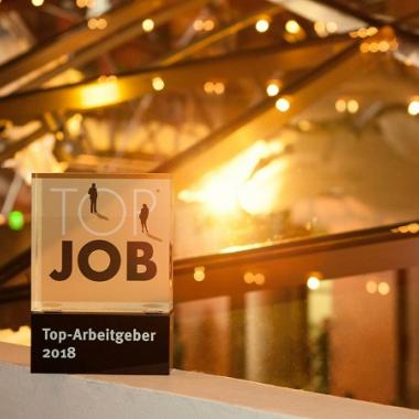 Unser voller Stolz: Auszeichnung als Top-Arbeitgeber 2018. Dank an unsere Mitarbeiter für das Ergebnis einer anonymen Mitarbeiterbefragung in Kooperation mit der Universität St. Gallen.