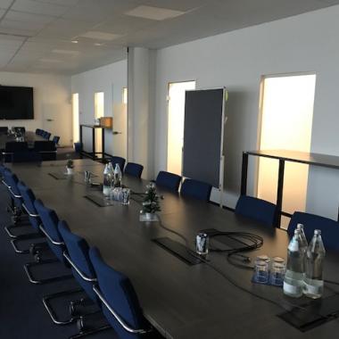 Große, moderne Besprechungsräume mit Vollausstattung - für oiptimales Video-Conferencing