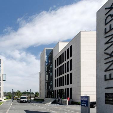 """""""Lenkwerk City"""" - hier arbeiten wir. Moderne Gebäude und eine zentrale Lage."""
