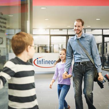 Der Balanceakt zwischen Kind und Karriere ist nicht leicht. Daher legen wir großen Wert darauf, einen familienfreundlichen Arbeitsplatz zu schaffen.