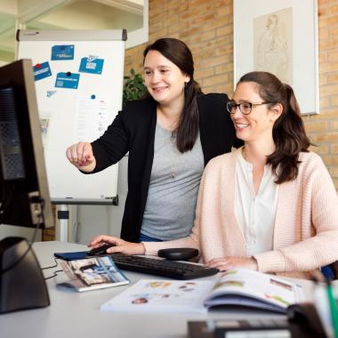 Die Öffentlichkeitsarbeit des Unternehmens versorgt Presse und Studierende mit regelmäßigen Mitteilungen über Neuigkeiten.