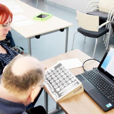 Gestützte Kommunikation für Erwachsene mit schwerer und mehrfacher Behinderung.