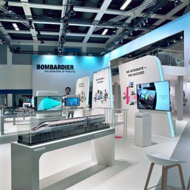 Building the Future together: Bereits zum dritten Mal in Folge inszeniert MIKS den Markenauftritt des Weltmarktführers Bombardier und setzt dabei auf das Zusammenspiel von Mensch und Mobilität.