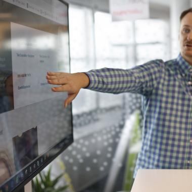 Flatscreens in jedem Meetingraum