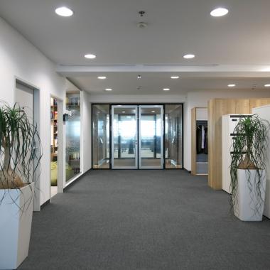 Eingangsbereich mit Schließfächern und Garderobe in Wien