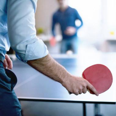 Zwischendurch spielen wir im Büro Tischtennis.