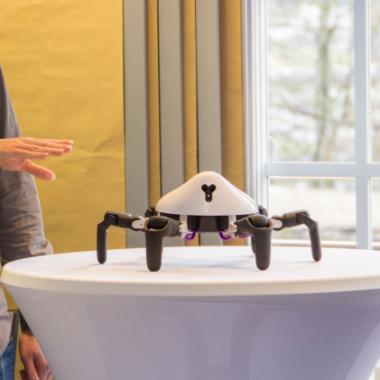 In unseren Communities erforschen wir neue Technologien, z.B. den Hexapod.