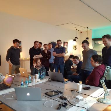 Bei Hackathons tüfteln wir gemeinsam an neuen Ideen und Lösungen.