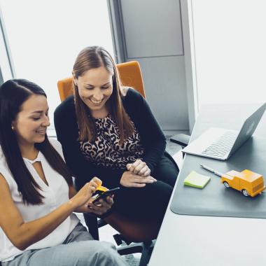 Arbeiten im Bereich Vernetzung - Durch Connectivity-Lösungen ermöglichen unsere Mitarbeiter mehr Fahrkomfort, mehr Sicherheit, mehr Nachhaltigkeit.