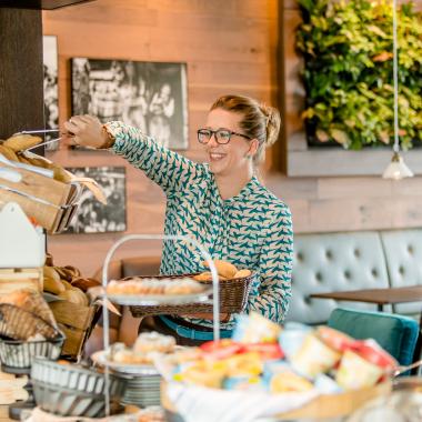 Unser Motel One Frühstücks-Team sorgt dafür, dass unsere Gäste beim Frühstück einen perfekten Start in den Tag haben. Durch einen herzlichen Service und ein gefülltes Buffet stellen sie sicher...
