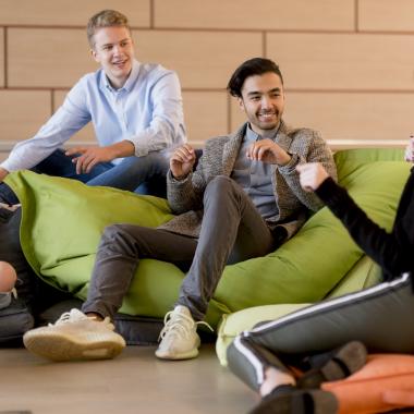 Die Frankfurt School ermöglicht den Studierenden einen unternehmensübergreifenden Austausch.