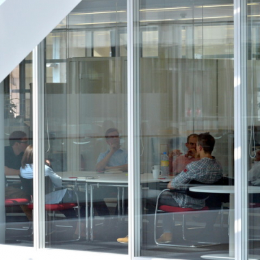 Unsere Kollegen bei einem Meeting in einem unserer Besprechungsräume.