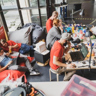 Wir fordern uns bei Wettbewerben heraus, wie bspw. dem Hacktival.