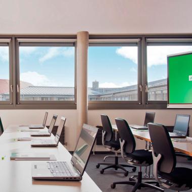 Helle, freundliche Seminarräume mit moderner Technik empfangen unsere Seminarteilnehmer.