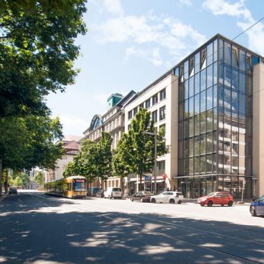Unsere Firmenzentrale in Dresden – zentral gelegen, direkt gegenüber von Zwinger und Semperoper.