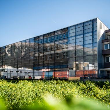 Das Atrium-Gebäude am Langen Weg. (Credit: Birgit Pichler)