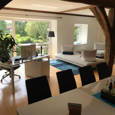Neue Räumlichkeiten der canacoon in der historischen Schlossanlage in Florstadt - Büro / Besprechung / Kamingespräche