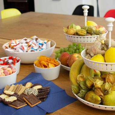 Jeder Zeit frisches Obst, Süßigkeiten und Snacks