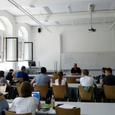 Unser Expertenwissen geben wir an junge Fachkräfte weiter - Vortrag an der Fachhochschule Holzminden.