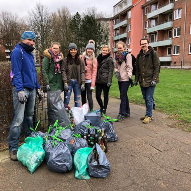 Unser Sustainable Living Team hat sich der #trashtagchallenge gestellt.
