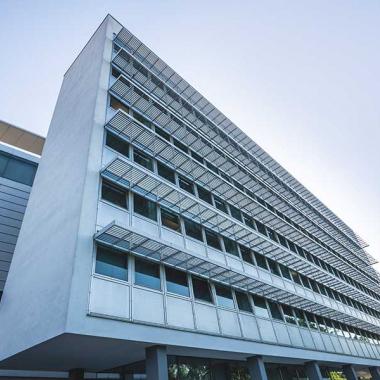 An unserem  Standort in der Durlacher Allee in Karlsruhe arbeiten knapp 100 engagierte und kompetente Mitarbeiter, vom jungen Berufseinsteiger bis hin zum erfahrenen Spezialisten. Ob Berater oder ...
