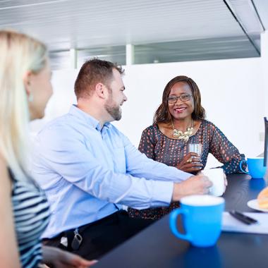 Teamwork wird bei uns groß geschrieben. Erfolge feiern wir gemeinsam und fördern den Teamgeist bei regelmäßigen Events.