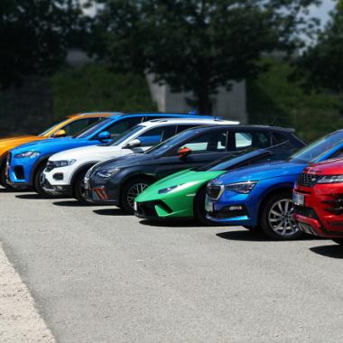 An 49 Markenstandorten werden insgesamt 11 verschiedene Fahrzeugmarken angeboten