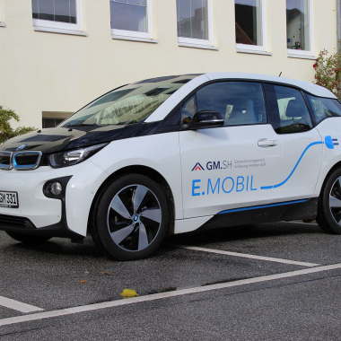 Für Dienstreisen stehen unseren Beschäftigten auch Elektrofahrzeuge zur Verfügung.