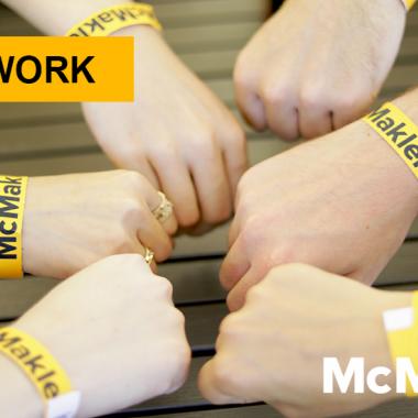 McMakler kombiniert auf einzigartige Weise Tradition mit Innovation. Als Hybridmakler beruhen unsere Erfolge vor allem auf Teamwork.